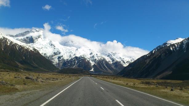 Mount Cook dari jalan nak ke Mount Cook National Park, dari banjaran ni la terbentang Frans Josef dan Fox Glacier (13km panjang) turun ke arah barat.